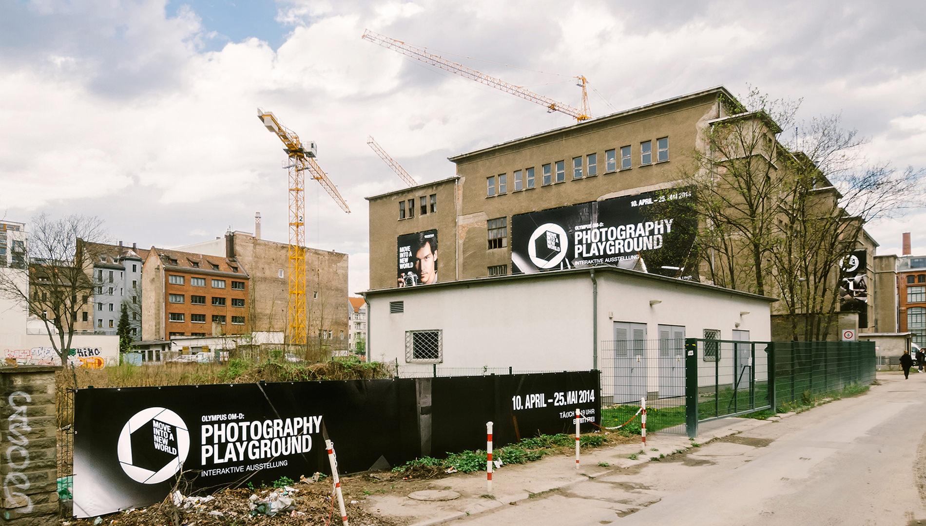 Messe Design Live Kommunikation Hamburg Berlin Köln Olympus Photography Playground Fassade Eingang Opernwerkstätten Going Places EventLabs