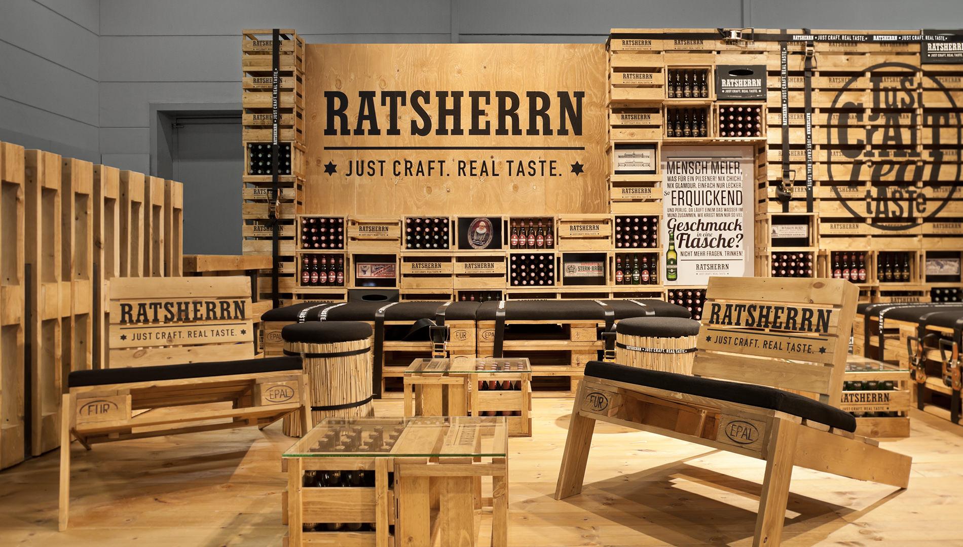Messe Design Live Kommunikation Hamburg Internorga Ratsherrn Corporate Architecture Holzbierkästen Holzpaletten Sitzecke Going Places EventLabs