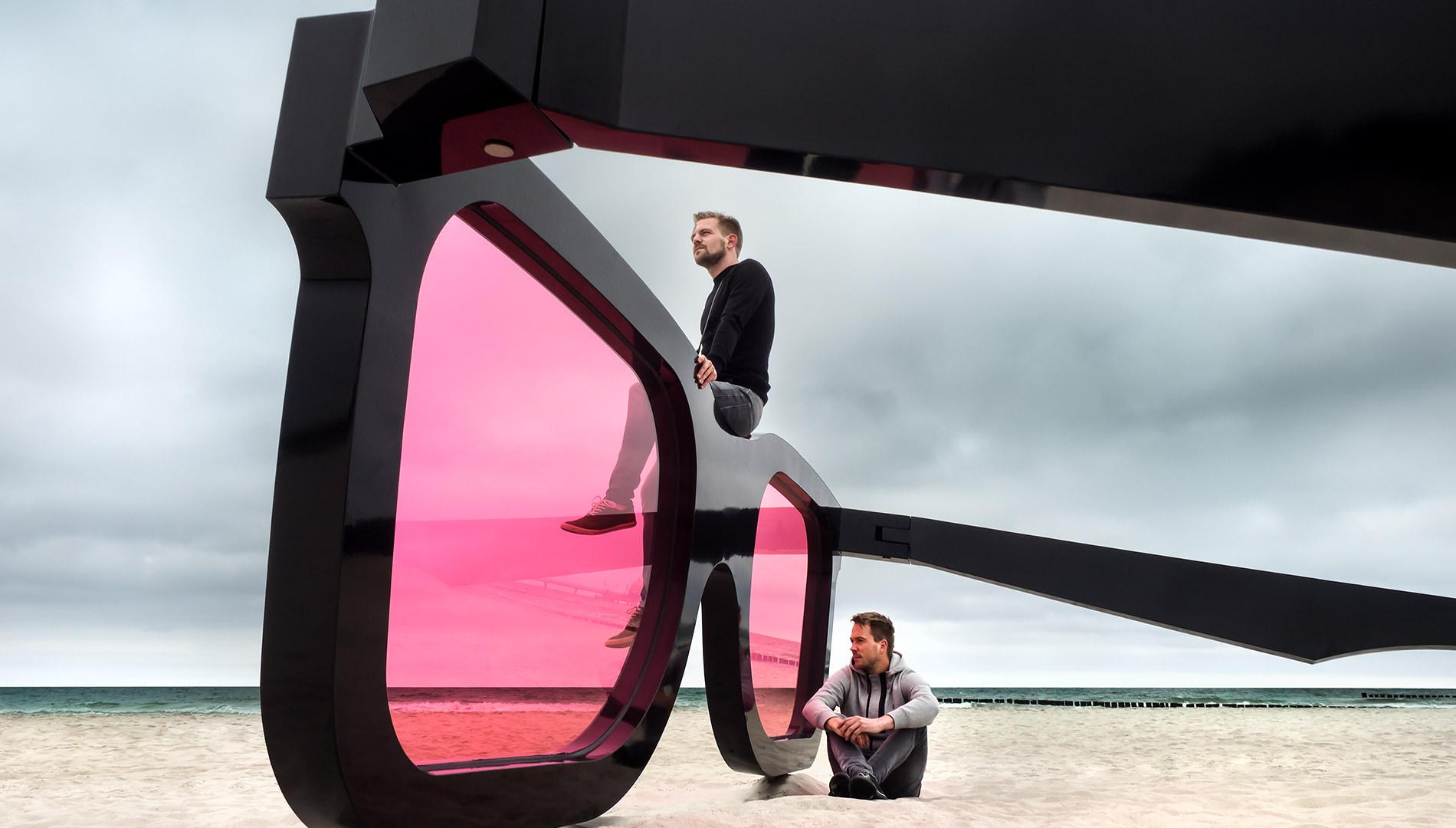 Messe Design Live Kommunikation Zingst Fotokunstpfad Strand Sonnenbrille Sea Pink II Männer Going Places EventLabs