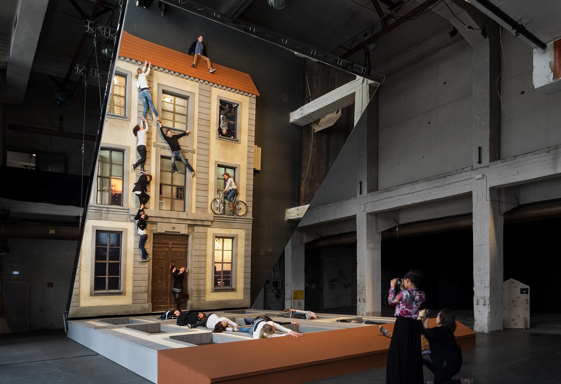 Messe Design Live Kommunikation Hamburg Berlin Köln Olympus Photography Playground Fassade Leandro Erlich Spiegel Going Places EventLabs